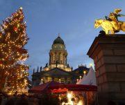 Deutschland, Berlin, Weihnachtsmarkt auf dem Gendarmenmarkt,  30.11.2003